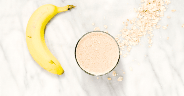 This fibre filled, low FODMAP, oatmeal cookie smoothie recipe is to DIE for. What a sweet treat for snacks, or breakfast! | Ignite Nutrition Inc. Andrea Hardy Registered Dietitian